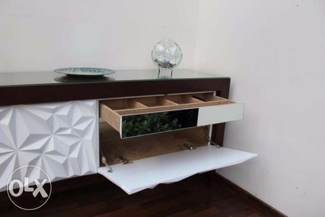 Modern Salon Wooden Commode راس  بيروت -  2