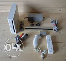 nintendo wii mooded+ 2 controllers +cables + 2 games معدلة