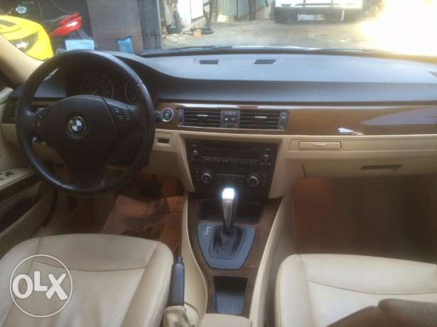 BMW 328i mod 2010-Premium Package-White on Beige still Ajnabieh وسط المدينة -  5