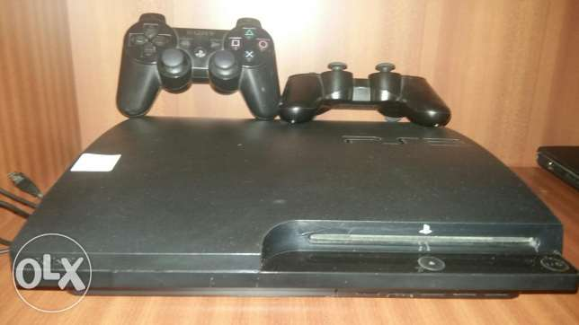Ps3 flat used for sale with 2 joystick and 2 games