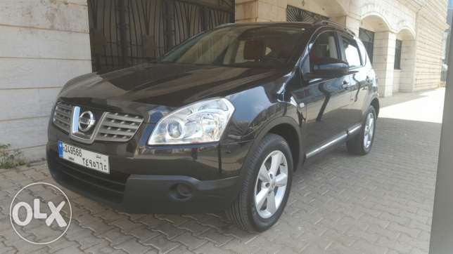 Nissan qashqai model: 2010 4-WD one owner