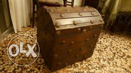 Wood Box صندوق massif in good condition