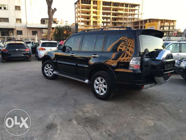 Mitsubishi Pajero 2010 Black Top of the Line in Excellent Condition! بوشرية -  4
