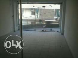 Store for rent in Adonis