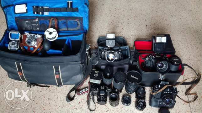2 canon A1. 1 Zenit. 1 Diax 1 Ricoh + 3 flashes +6 lenses +3 bags+accessories