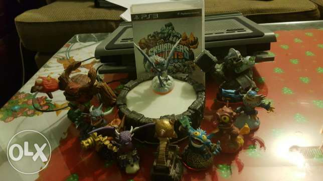 Skylanders giants with machine and 10 skylanders!!