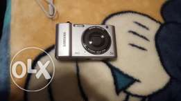 Samsung camera ES90: HD With cover bag, original charger and tv cable