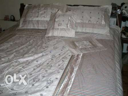 Hand-embroidered Bed Covers راس  بيروت -  8