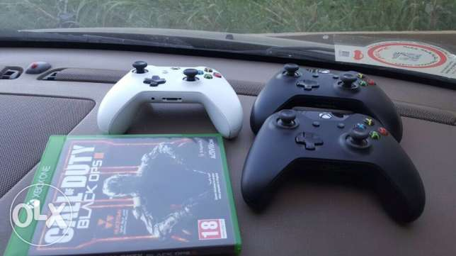 3 xbox one original controllers