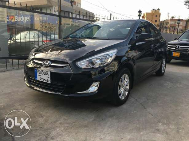 2016 hyundai accent black/black