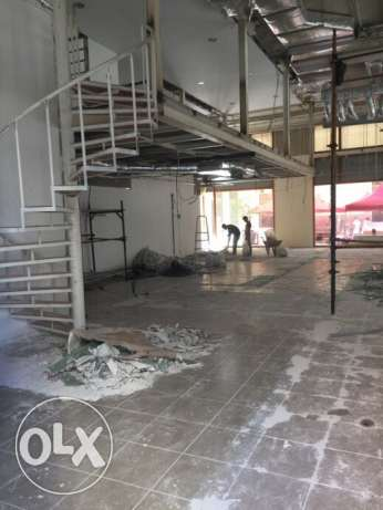 Downtown: Shop for rent 300m