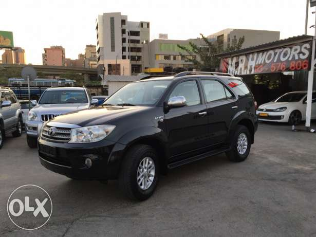 Toyota Fortuner Black 2011 Top of the Line in Excellent Condition! بوشرية -  6