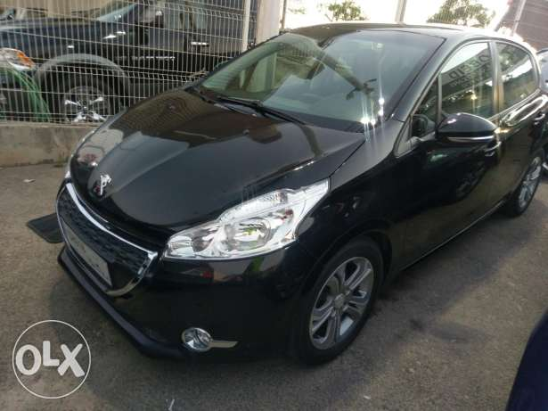 Peugeot 208 model 2013 fully loaded 46000 km