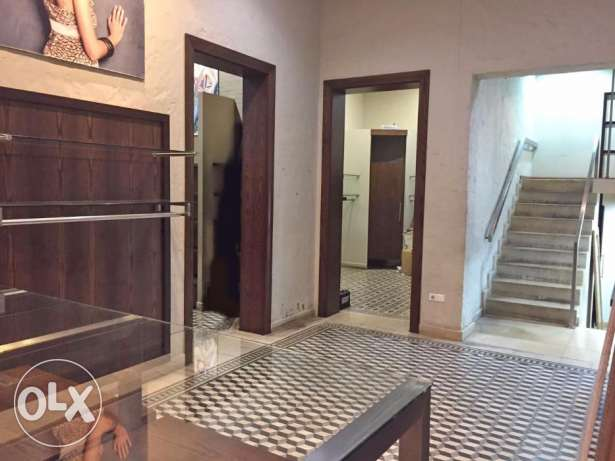 Shop for Rent in Hamra facing AUB راس  بيروت -  6