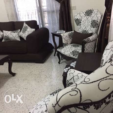 living room barely used in very good condition هلالية -  3
