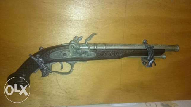 Very beautiful antique gun (not real)