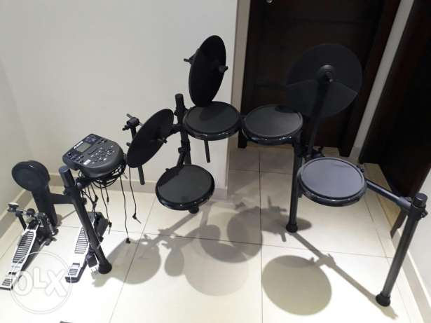Electric drums nitro kit alessis perfect condition barely used