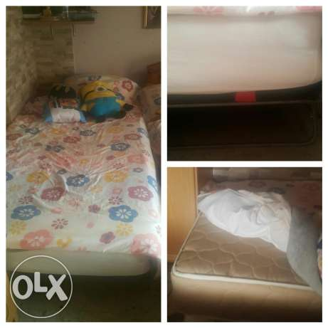 Bed & mattress almost new 100$