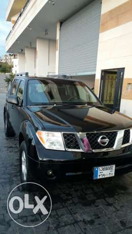 Very clean Nissan pathfinder SE for sale