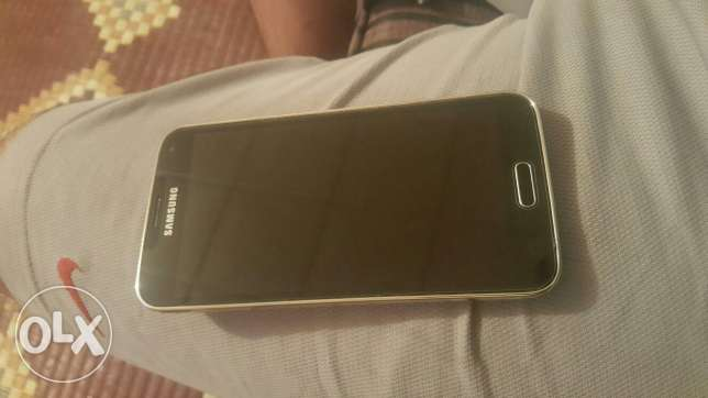 S5 ndeef for sale or trade m3 cover w screen protection. bytzbat se3ro الشياح -  1