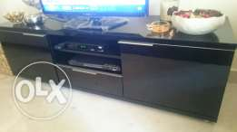 Table for tv still new, brought 3 months ago from Vanilian, طاولة