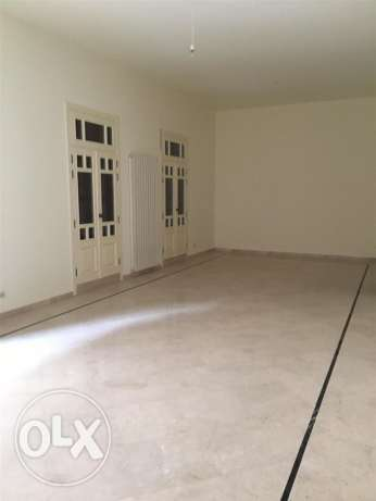 Clemenceu: 233m apartment for sale ميناء الحصن -  1