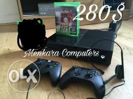 Used xbox one with 2 joystic and one game