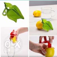 Plastic hand held juicy citruss pourer
