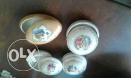 Vintage jewelry small plates with covers