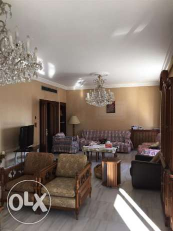 Talet Khayyat: 300m apartment for rent.
