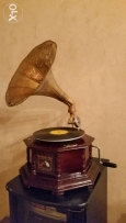 Gramophone good working condition wich tow disc