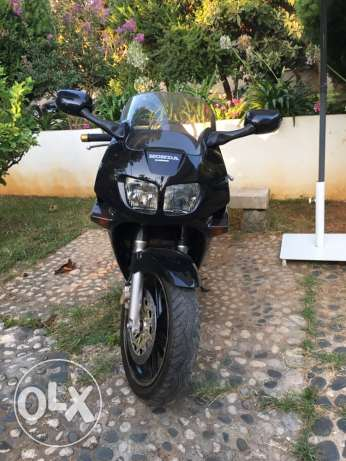 honda VFR 750 registered 1994. Excellent condition. المرفأ -  4