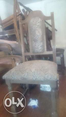 Old dining room table, chairs and cabinet المتن -  3