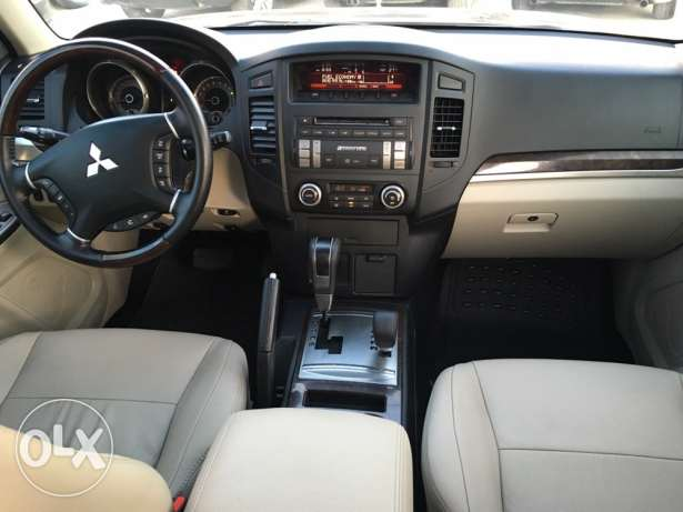 Mitsubishi Pajero 2010 Black Top of the Line in Excellent Condition! بوشرية -  8