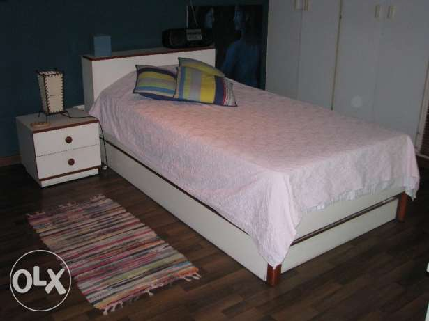 Bed with a drawer bed included.. great price!!!