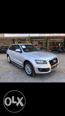 2 audi Q5 2010 silver and white