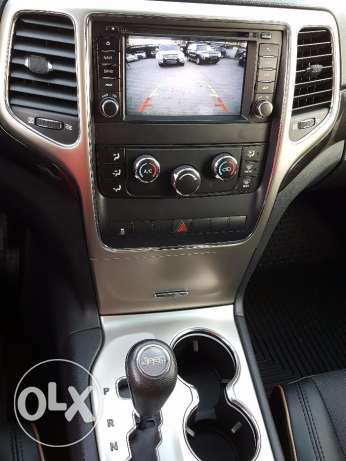 White 2011 Laredo 4WD Clean Carfax Black leather !