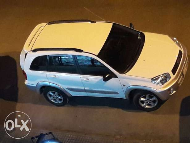 Rav4 white 2002 very clean /good condition/new tires/mecanique 2017/
