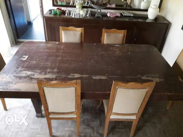 Table with 8 chairs (need restoration )