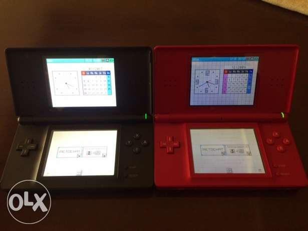 2 DS lites (red and black) with 5 cards game