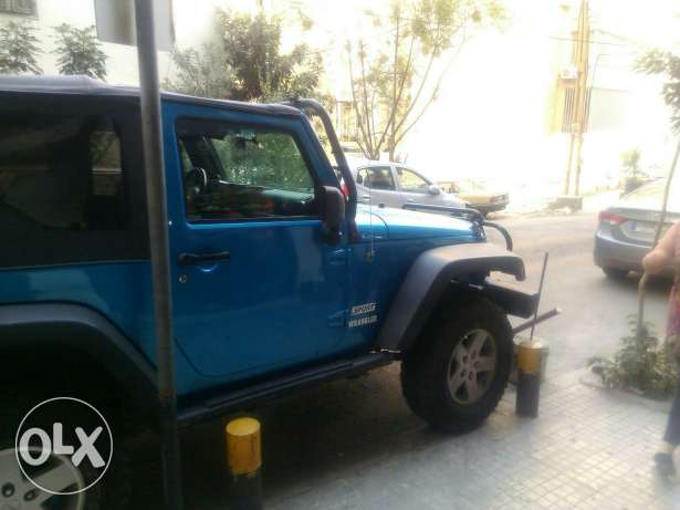 Wrangler sport automatic soft top blue color very clean المرفأ -  3