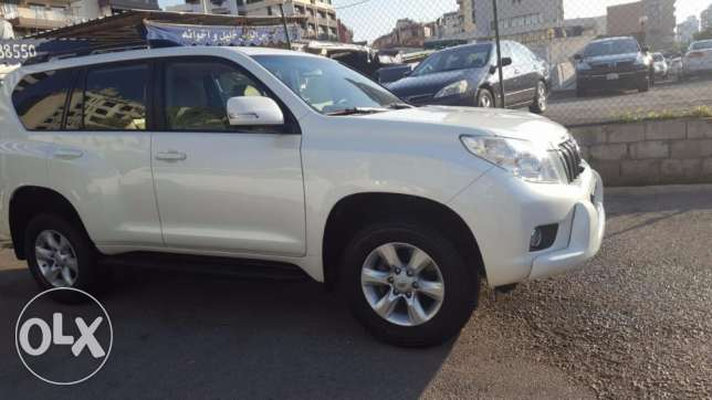Toyota Prado model 2011 white