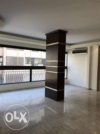 Ras Nabeh: 144m apartment for rent.