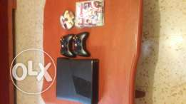 xbox 360 + 2 controller + 40 and + cd.