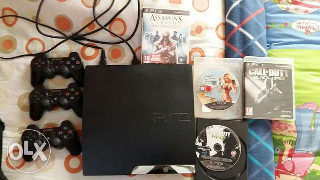 Ps3 + 3 controllers + 4 games