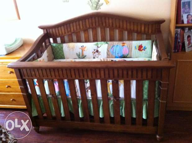 Baby Italia Crib / Bed with Beautyrest Medical Mattress & Bedding Set