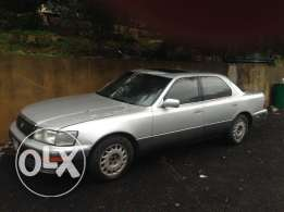 Lexus 400 LS. Color Grey