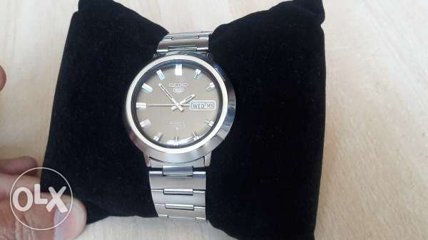 Authentic 1970's SEIKO 5 Automatic 21 Jewels Stainless Steel All