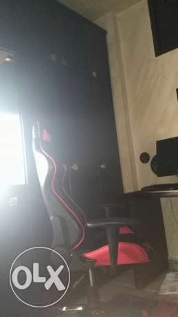gaming chair +lg screen 22 inch