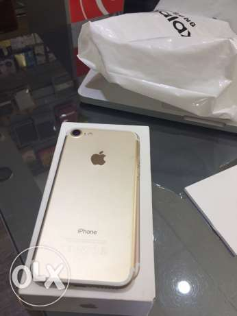 i phone 7 32gb used 1 week only